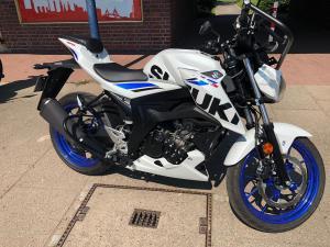 Motorrad Suzuki GSXs 125 2